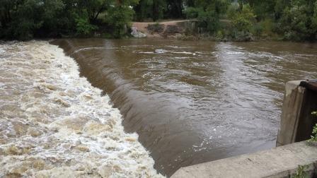 Sterling dam, high flow